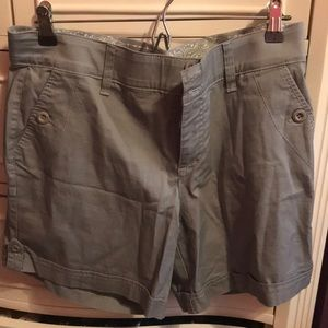 Light gray fitted button shorts